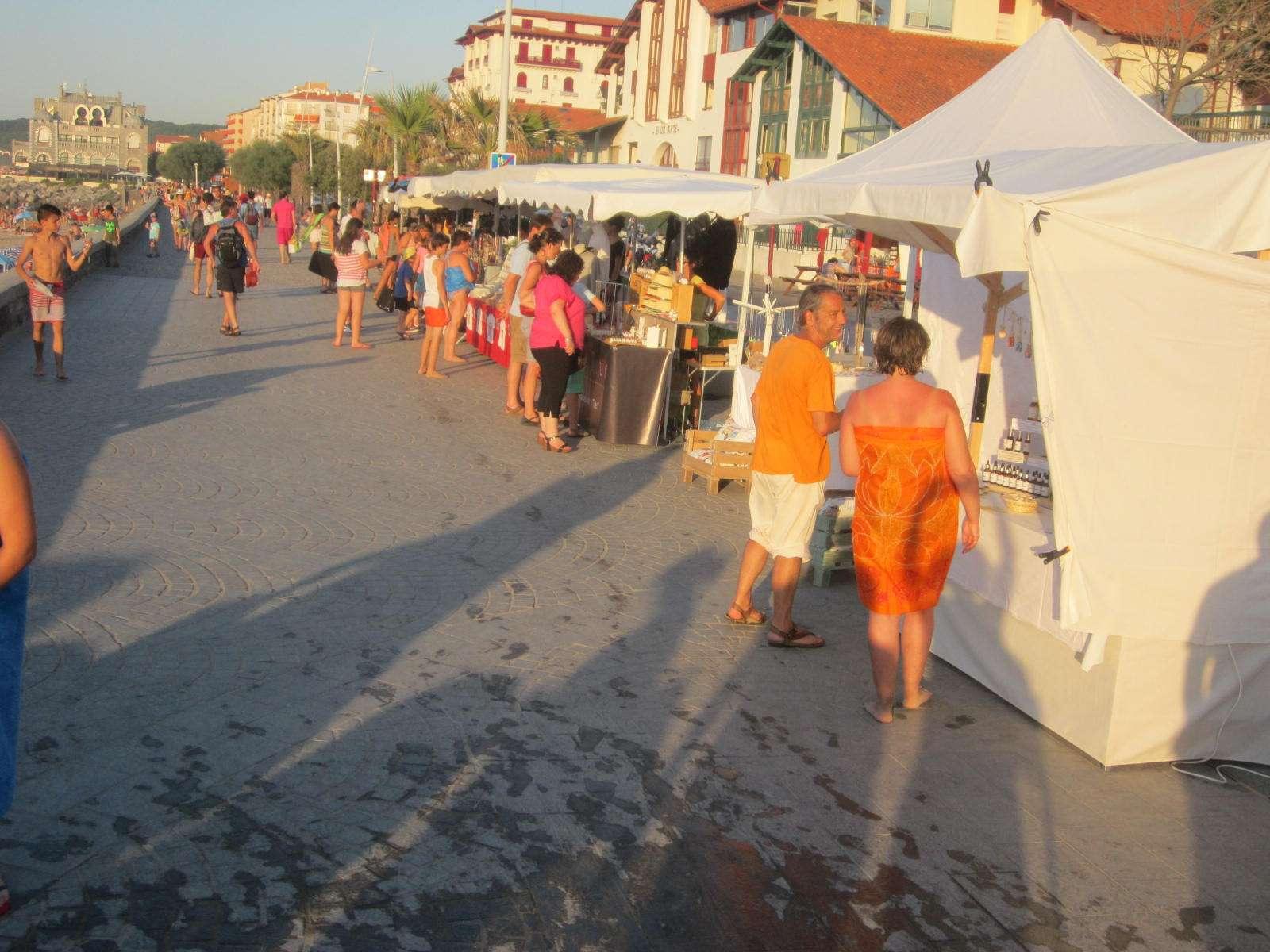 mercado_artesanal_nocturno_hendaia